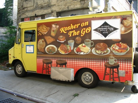 Kosher Food Truck. Photo by Yanks9596, 2010. Wikimedia Commons.