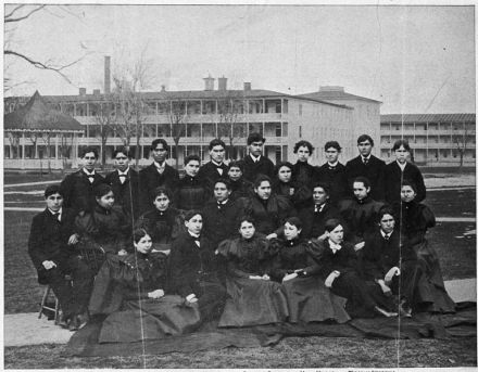 (http://commons.wikimedia.org/wiki/File:Graduating_Class_of_1897,_Indian_Industrial_School,_Carlisle,_PA._(clipping)_-_NARA_-_297250.jpg)